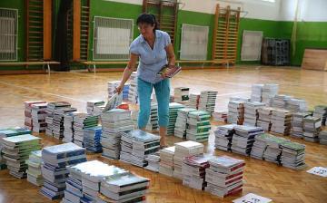 Jönnek az ingyen tankönyvek