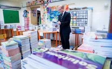 Egymilliónál is többen kapnak ingyen tankönyvet