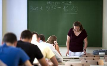 Ennyivel nő a tanárok bére