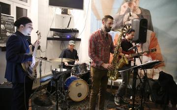 Stíluskavalkád a jazz presszóban
