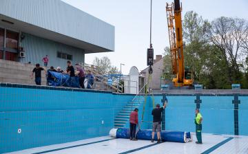 Hamarosan megnyitják a külső medencét