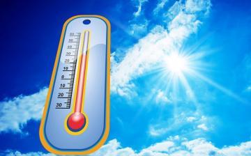 Marad a harminc fokos meleg