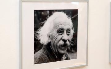 Festmények a művésztől, fotók a művészről