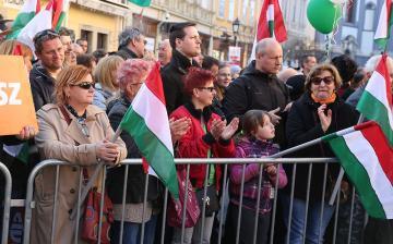Összezuhant az ellenzék, növekedett a Fidesz-KDNP