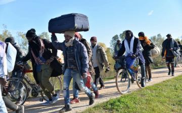 A kitoloncolás ellenére visszaszöknek a migránsok