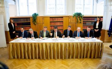 Történelmi léptékű megállapodást kötött Dunaújváros