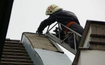 Sok feladatot ad a tűzoltóknak a viharos erejű szél
