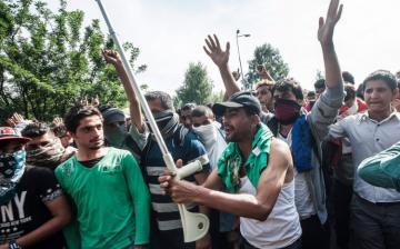 Illegális bevándorlás - Meghosszabbította a válsághelyzetet a kormány