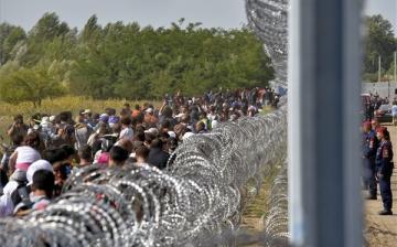 Verhofstadt a fejével rombolná le a határzárat