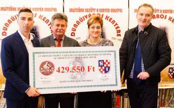 Dunaújváros kenyere - Félmillió forint a Petőfi iskolának