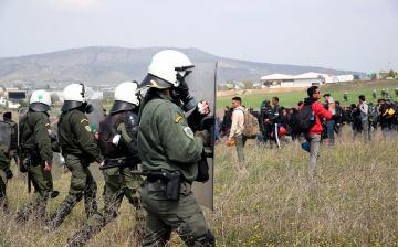 Rendőrökre támadtak a migránsok egy menekültszállón Németországban
