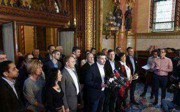 Századvég: szakadék szélén az ellenzék