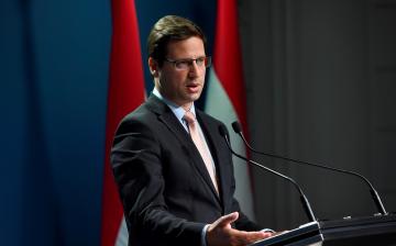 """""""Az Európai Parlamentben szívből gyűlölik a magyar kormányt"""" – Gulyás Gergely szerint erősödtek a magyar kormány pozíciói"""