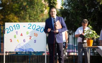 Több mint négyszáz diák kezdte meg ma a tanévet a Petőfiben