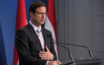 Gulyás: Ahol baloldali kormány kerül hatalomra, ott bevándorláspárti politika veszi kezdetét