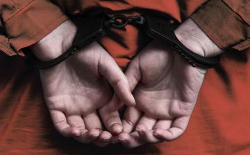 Letartóztatásban maradhat a kerítéssel gyanúsított férfi