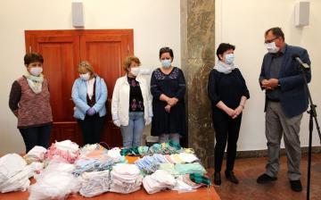 Micimackós maszkot is varrtak a Dunaújvárosi Óvoda munkatársai