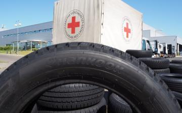 Segítség négy keréken – kétszáz új Hankook abroncs a Magyar Vöröskereszt biztonságos munkájához