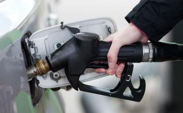 Tovább csökken az üzemanyag ára péntektől