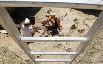 DSTV: közösségi szolgálat a kőtári ásatáson