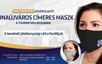 Városcímeres maszk a Tourinform Irodában