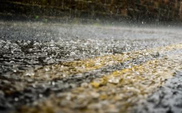 Eső, mintha dézsából öntenék, szél, mintha sose állna el