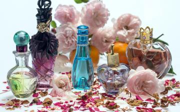 Kétezer üveg hamis parfümöt foglaltak le Komáromnál