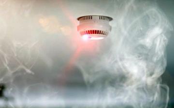 Saját családjához riasztották a tűzoltót – életet mentett a szénmonoxid-érzékelő!