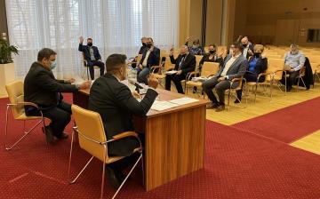 Több mint 40 napirendről tanácskoztak a képviselők