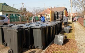 Folytatódik a szelektív hulladékgyűjtő edények átvétele