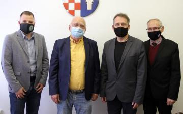 """Elkészült """"A 70 éves Dunaújváros kis enciklopédiája"""""""