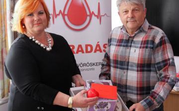"""Véradás: a """"csúcstartót"""" köszöntötte a Vöröskereszt"""