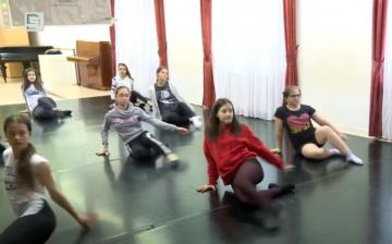 DSTV: táncos fellépés a Parázs Varázson