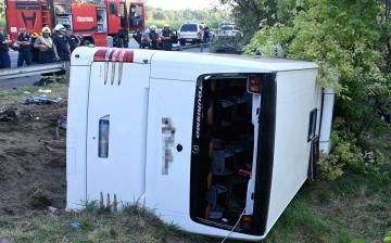 Nyolcan meghaltak a Szabadbattyánnál árokba borult buszban