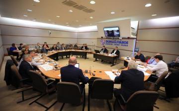 Hosszúra nyúlt a közgyűlés – döntésözön várt a képviselőkre