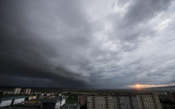 Intenzív esőzés várható, másodfokú riasztás van érvényben