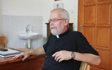 Új plébános Dunaújvárosban - Isten hozta, esperes úr !