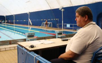 Tíz éve szervezi a 24 órás úszóversenyeket