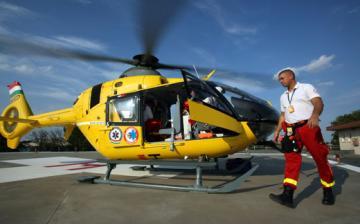 Mentőhelikopter vitte el a súlyos sérültet