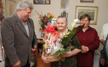 Isten éltesse a 90 éves Magdi nénit!