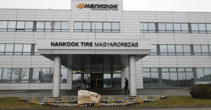 A miniszterelnöki biztos közbenjárásával - Megkapták elmaradt bónuszukat a Hankook dolgozói