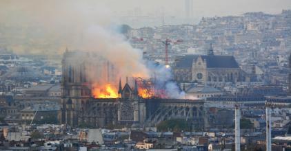 Muszlim migránsok a közösségi médiában ünneplik a Notre-Dame leégését