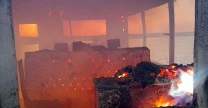 Kotróhajó égett a Dunán