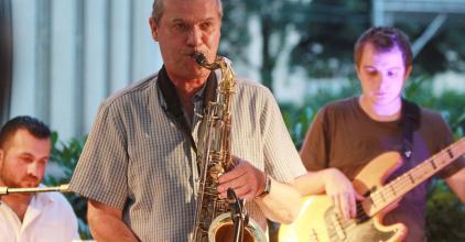 Jazz a teraszon - Aki már 40 éve fújja a szaxofont