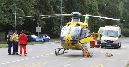 Nem azért jön a mentőhelikopter, mert nincs elég mentőautó a városban!