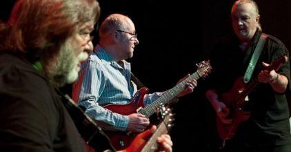 Három gitárkirály a Művész Jazz Klub teraszán