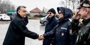 Miniszterelnöki látogatás a déli kerítésnél - fotó:
